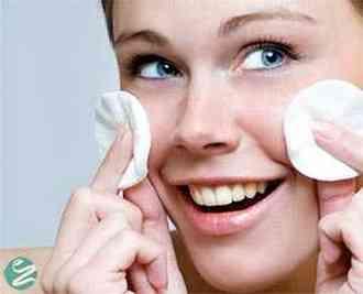 پاک کردن صورت با 7 پاک کننده صورت خانگی
