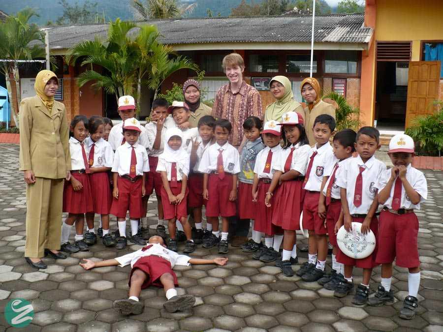 لباس فرم مدارس اندونزی