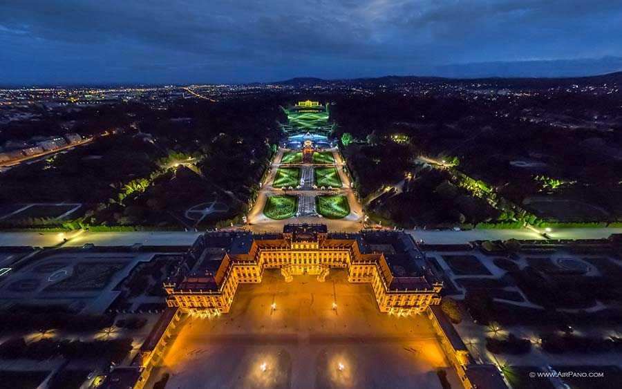 Schönbrunn Palace and Park at night