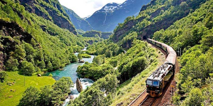 با قطار سفر کنید