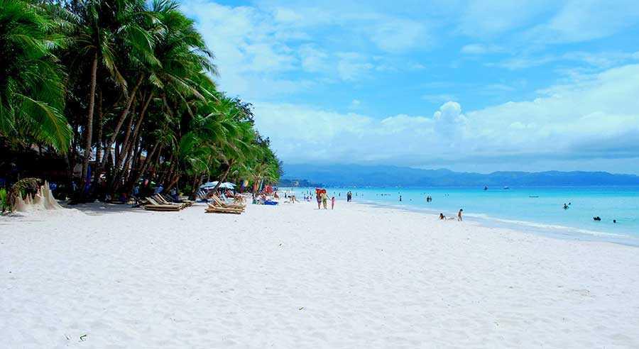 ساحل سفید در جزیره بوراکای، فیلیپین