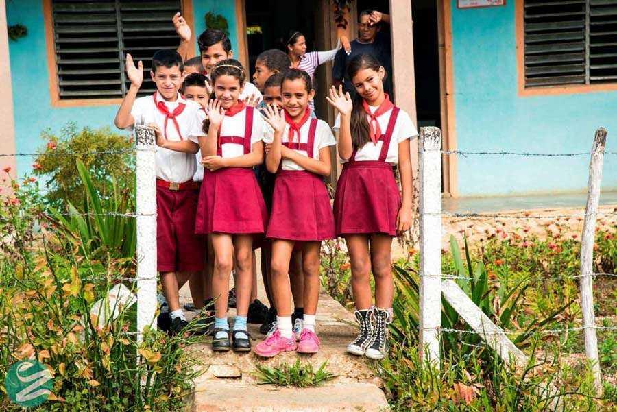 لباس فرم مدرسه ابتدایی در کوبا
