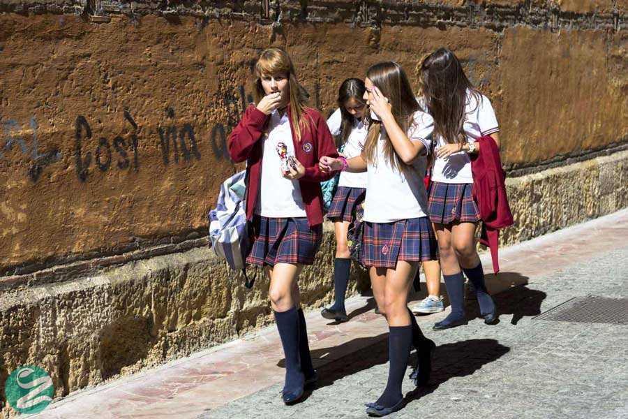 لباس فرم مدرسه دخترانه در اسپانیا