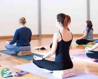 کاهش وزن با یوگا؛ ورزش یوگا چگونه به لاغر شدن ما کمک میکند؟