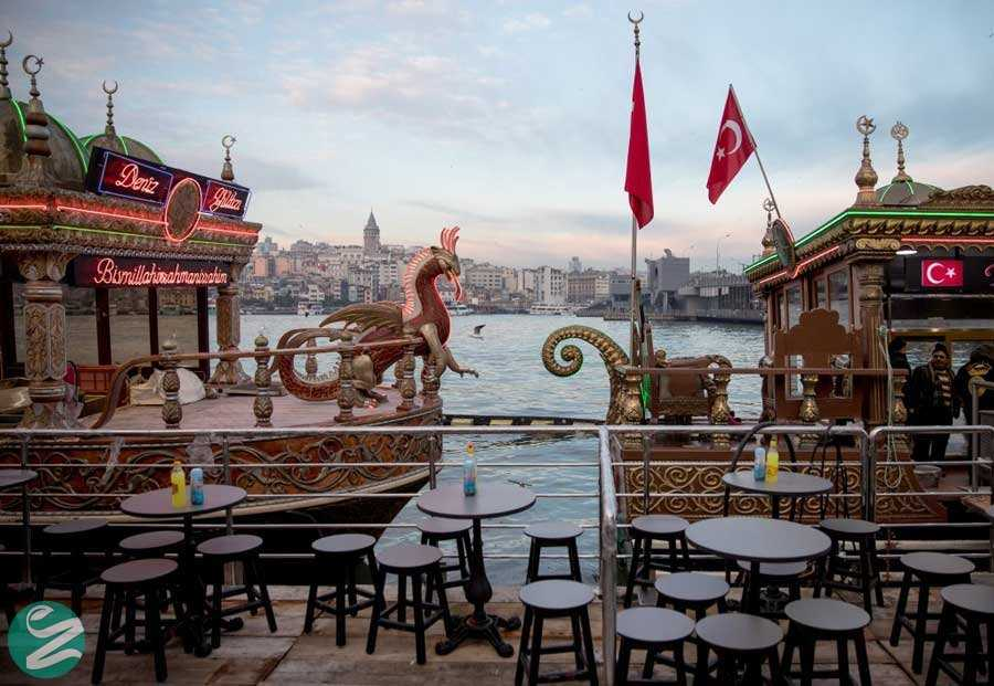 قایقهای ساندویچ ماهی Eminönü