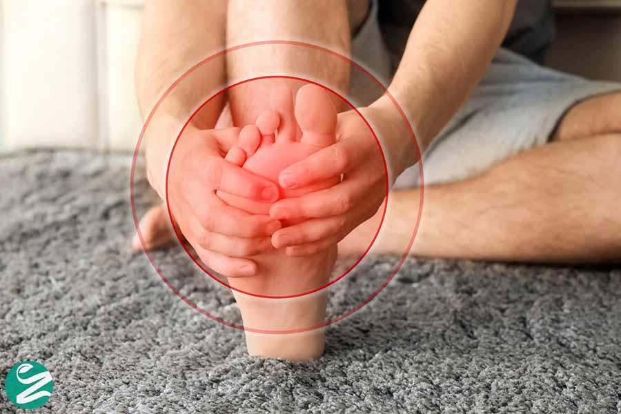 15 علت سوزش و داغ شدن کف پا + درمان گیاهی و خانگی