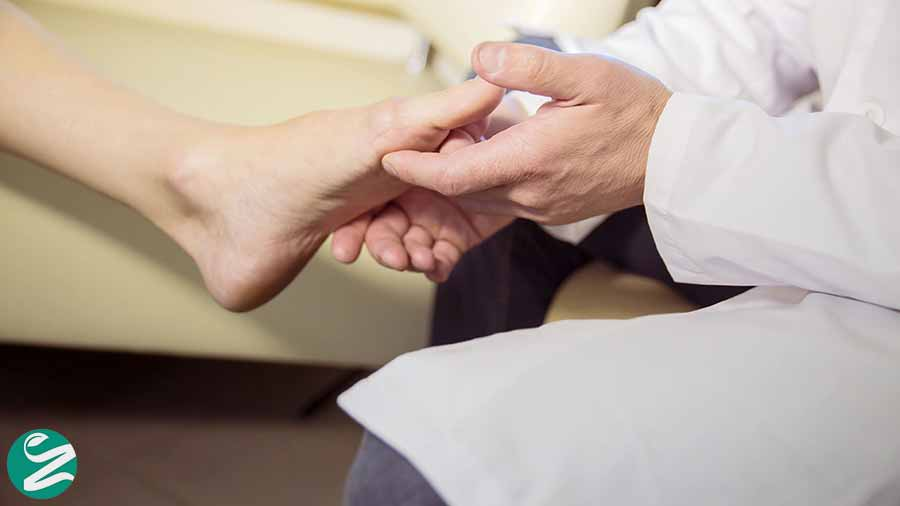 سوزش کف پا و مراجعه به پزشک