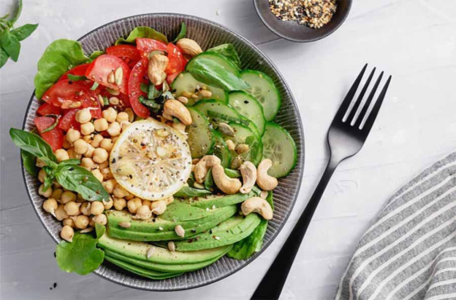 5 غذایی که ممکن است باعث آکنه شوند و 5 مواد غذایی موثر بر کاهش آن