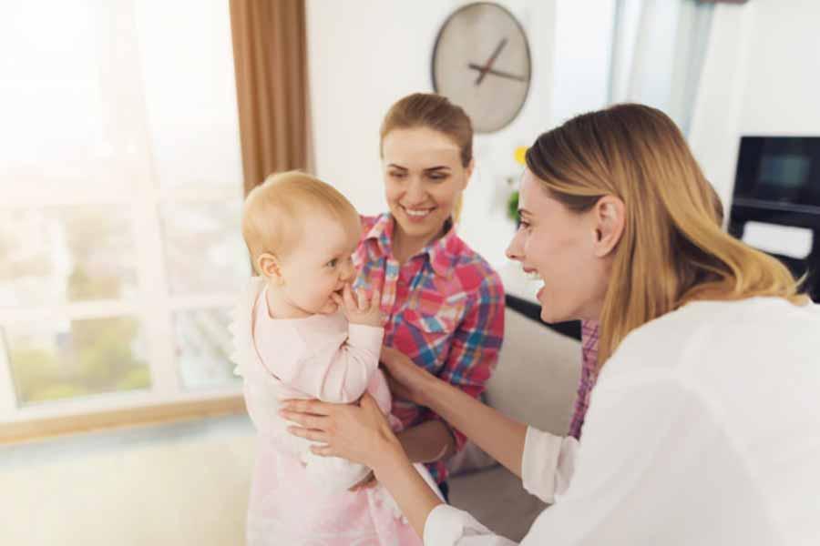12 مزایای استفاده از پرستار کودک چیست؟