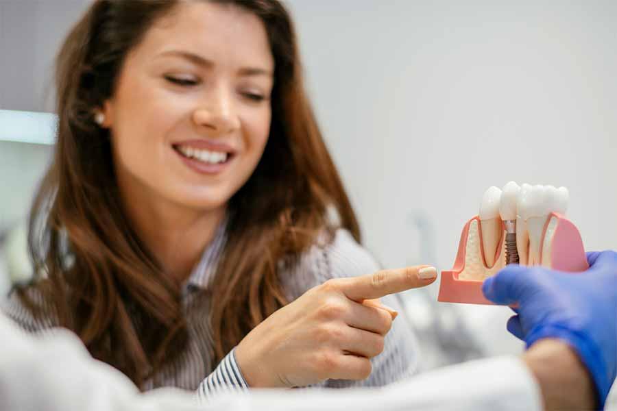 ایمپلنت فوری دندان چیست و چه مزایایی دارد؟