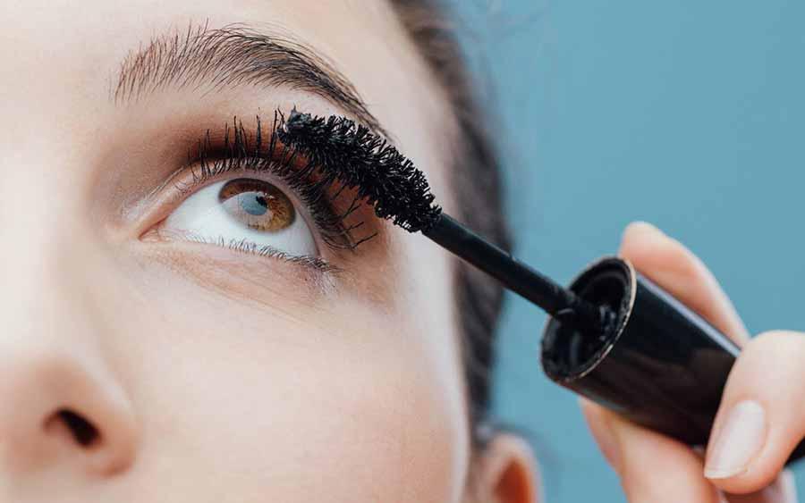 هنگام ریمل زدن در آرایش چشم چه مواردی را رعایت کنیم؟
