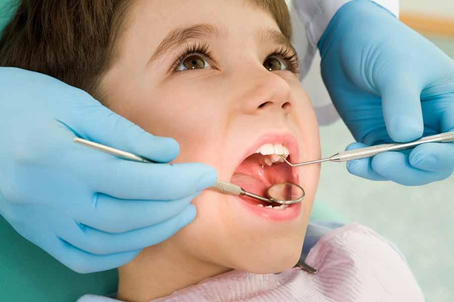 چگونه کودکان را در مراجعه به کلینیک دندانپزشکی علاقه مند کنیم؟