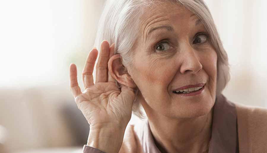 با مشکلات شنوایی در پیری و راههای درمان آن بیشتر آشنا شوید