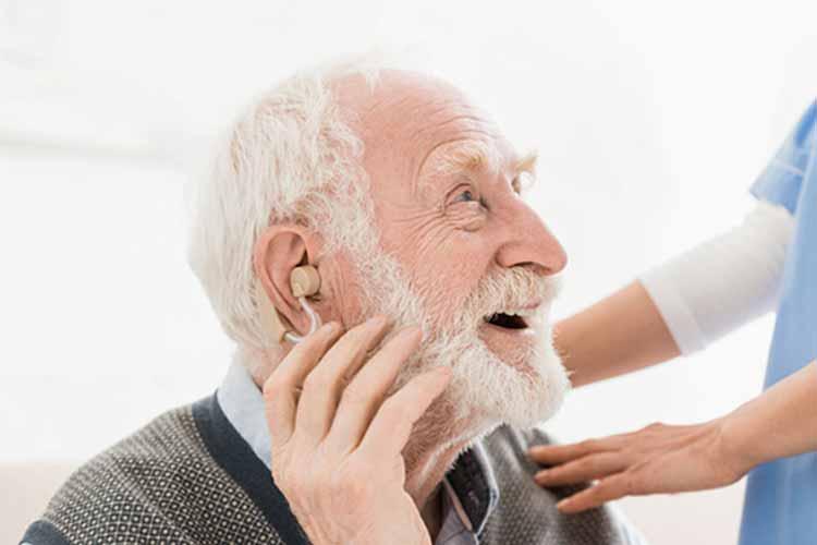 سمعک هوشمند برای مشکلات شنوایی در پیری