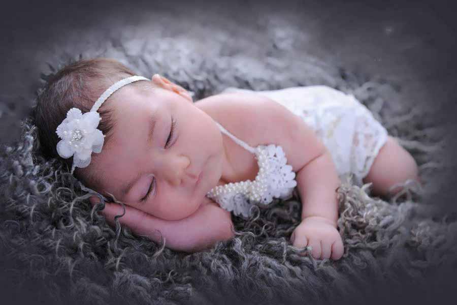 پوستر دیواری نوزاد خوابیده